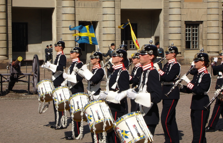 Should Sweden abandon its neutrality policy?