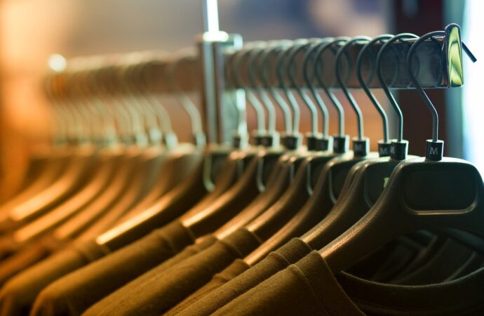 Supplying sustainable fashion: traces of promises, but no accountability